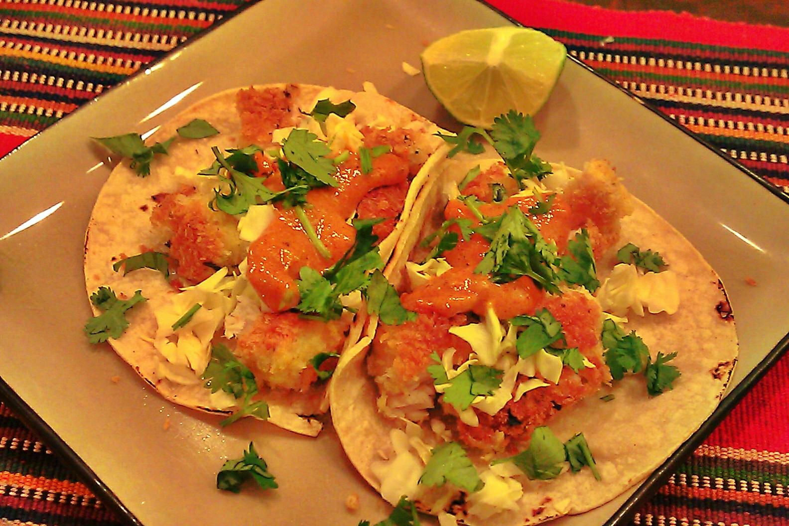 Crispy mahi mahi fish tacos with chili lime aioli sauce for Fish taco aioli
